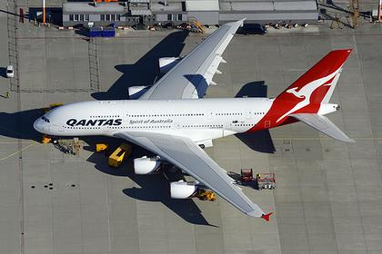 Самый большой авиалайнер развернули на полпути из-за свиста