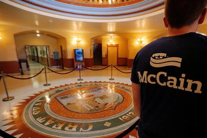 Гроб Маккейна понесет россиянин