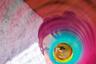 Фотограф из США с ником @europeanmommyof2 считает, что разноцветная пружинка слинки — это нестареющая игрушка. «Всякий раз переношусь в детство, когда вижу, как с ней играет один из моих мальчиков», — пишет она.