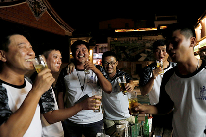 Названа самая вымирающая от алкоголя нация