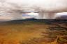 Чтобы заснять над пустыней потоки дождей, похожие на торнадо, путешественник уговорил пилота сделать несколько крюков по дороге в столицу Намибии Виндхук.