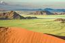 В Намибии практически отсутствуют реки. А те, что есть, заполняются в сезон дождей водой лишь на короткий период. Однако, когда приходит время беспрерывных ливней, реки выходят из берегов и затопляют 60 процентов страны.