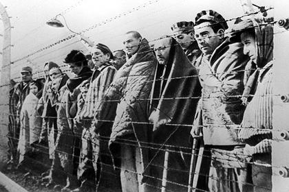 Снимки обнаженных жертв холокоста подверглись блокировке