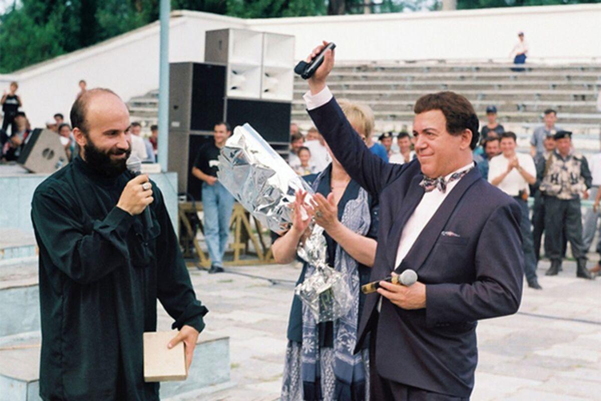 В сети вспомнили концерт Кобзона в Ичкерии: Coцсети: Интернет и СМИ:  Lenta.ru