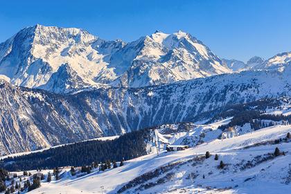 В Альпах исчез туристический самолет