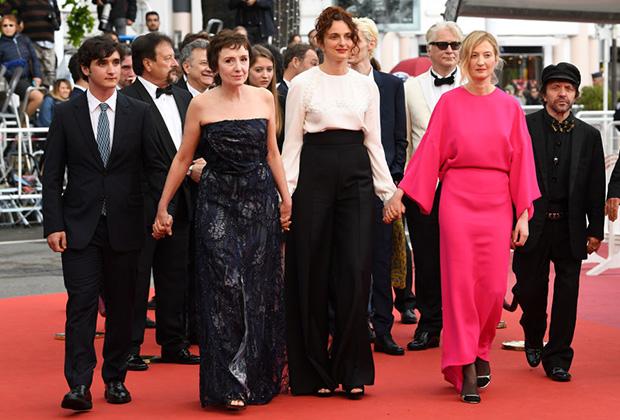 Актеры Адриано Тардиоло, Николетта Браски и Альба Рорвахер с режиссером Аличе Рорвахер на Каннском фестивале 13 мая 2018 года