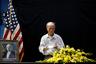 Маккейн воевал с вьетнамскими коммунистами — но в современном Вьетнаме его помнят как парламентария и миротворца. Когда-то он лично сбрасывал на Ханой бомбы, а теперь ветераны войны приходят в посольство, чтобы почтить его память.  Соболезнования родственникам сенатора направили премьер-министр и председатель Национального собрания Вьетнама.