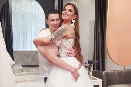 Невеста с женихом занились сексом в туалете