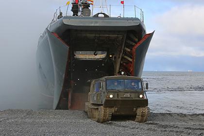 В Арктике начались испытания перспективных образцов военной техники