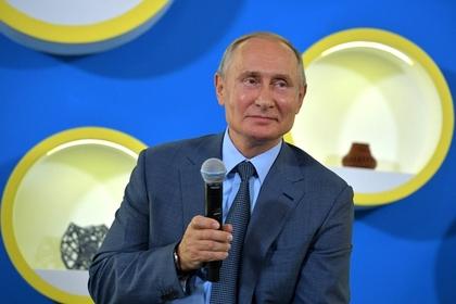 Путин порассуждал о деловых костюмах
