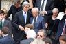 Госсекретарь США Джон Керри — тоже ветеран Вьетнама. Вместе с усопшим они работали над восстановлением американо-вьетнамских отношений.