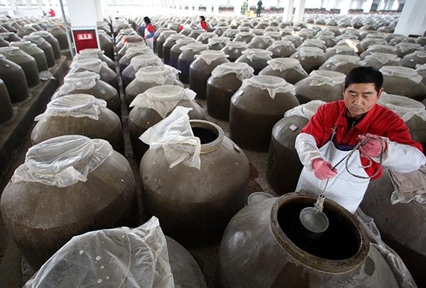 Завод китайской водки Цзяньнаньчунь в провинции Сычуань