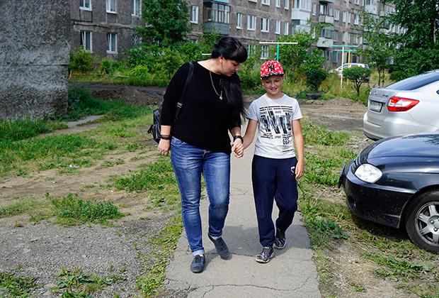 Вова Кыштымов с мамой Евгенией