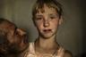 Григалашвили отмечает, что последние двадцать лет были особенно трудными для духоборов. Молодежь вынужденно покидает деревню из-за отсутствия образования и работы, а новые владельцы домов, мало знакомые с культурой духоборов, разрушают и меняют внешний вид уникальных российско-украинских жилищ, интерьер, уничтожают орнаменты.   <br> <br>  «Я снимаю это сообщество уже три года, и каждый раз, когда я возвращаюсь, я вижу все меньше духоборов и больше разрушенных зданий, которые представляли их уникальную культуру. Те, кто покинул свои дома, смогли устроиться, но не могут найти покоя, потому что их родина здесь, в Джавахети, только здесь они могут найти мир», — сетует фотожурналист.