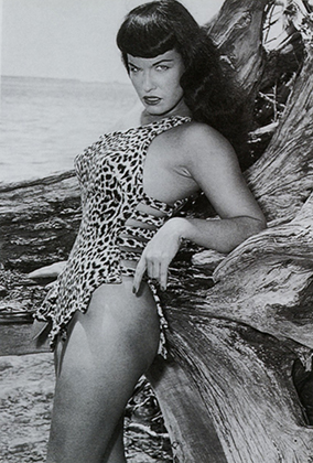 Бетти Пейдж в съемке Банни Йегер Jungle Bettie, 1954 год