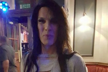 Женщину-трансгендера со «слишком мужским голосом» заблокировал банк