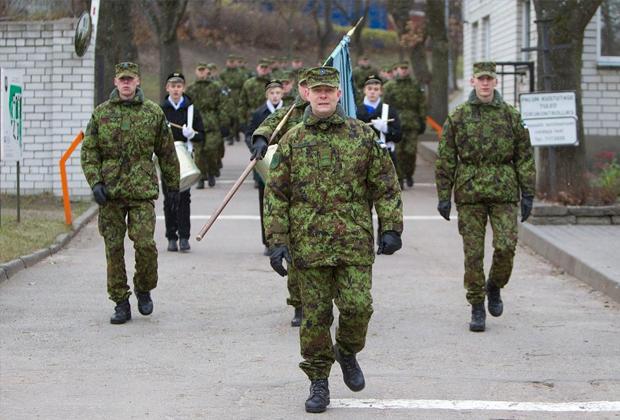 Командующий Андрес Хайрк (на переднем плане)