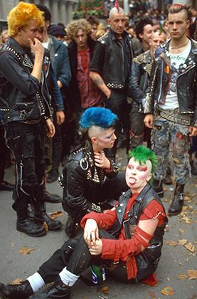 Британская панк-мода в 1980-е годы была в целом агрессивнее и ярче, чем американская.