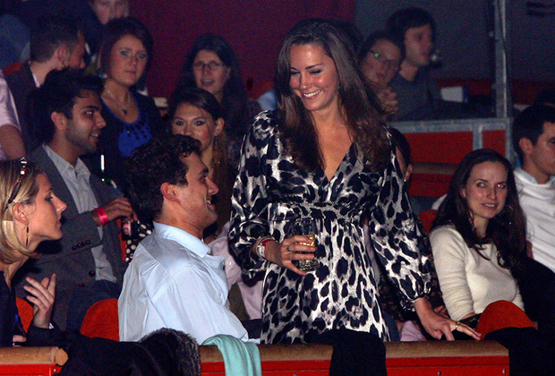 Шоу африканского искусства на лондонской арене О2, 2008 год. Уже тогда Миддлтон сопровождают завистливые взгляды. Даже в серебристом леопарде.
