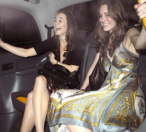 До замужества принты на платьях Кейт Миддлтон были хитрее, а декольте — глубже. Колготки тогда еще можно было тоже не носить.