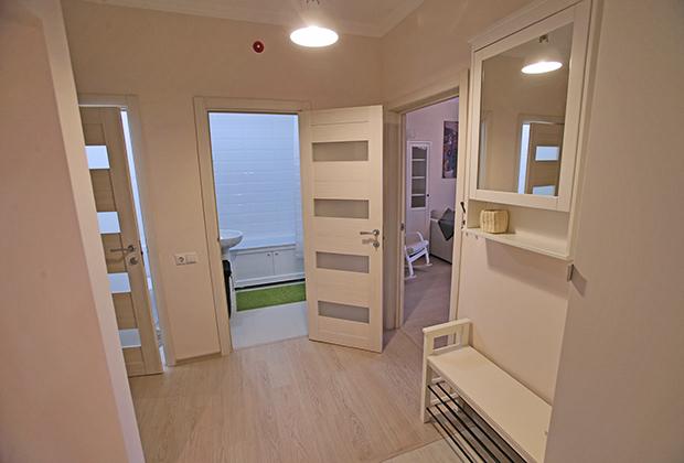 Прихожая типовой 3-комнатной квартиры