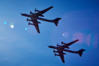 Американские F-22 перехватили русские Ту-95 рядом сАляской