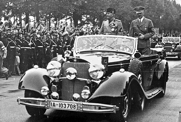 Гитлер и Муссолини в салоне кабриолета Mercedes-Benz 770K в Берлине, 1937 год