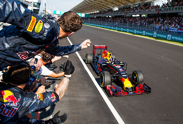 Первым Гран При в экзотической для Формулы-1 стране стала гонка в Малайзии. Трасса Сепанг сразу полюбилась и фанатам, и пилотам. Увы, после без малого 20 лет пребывания в календаре власти Малайзии решили, что национальный этап Формулы-1 — это слишком дорого. Последним победителем гонки на Сепанге стал австралиец Даниэль Риккардо из Red Bull Racing в 2016 году.