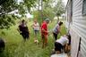 Женщины в резервациях бесследно пропадают уже далеко не первое десятилетие. Зачастую дела о пропаже людей не то что не доходят до полиции, их учет не ведут даже в поселениях.  <br><br> Основательница Института по вопросам благосостояния коренных народов Native Wellness Institute Теда Нью Брест составила список женщин, которые были убиты или пропали в районе проживания четырех индейских племен на северо-западе США и юго-западе Канады. В него вошли и давно забытые имена: спустя поколения семьи прерывают молчание. Одна из женщин рассказала историю своей бабушки, которую в 1950-м убил муж. «Все об этом знали, но никто не говорил, — говорит Нью Брест. — Каждый раз, когда я упоминаю список, женщины рассказывают свои истории».