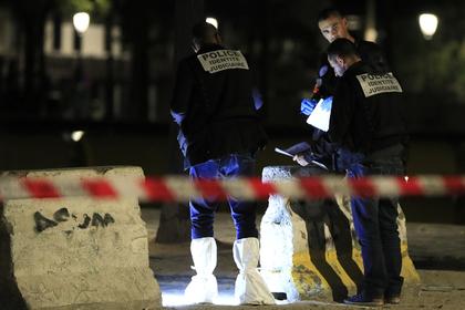 В Париже афганец с ножом напал на играющих в петанк французов