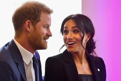 Королева поделилась украшениями с супругой принца Гарри – Меган Маркл