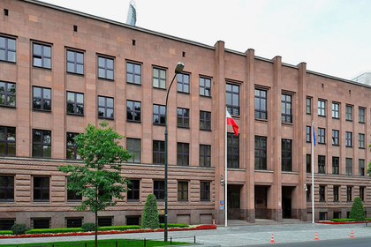 Польша уволила из МИД выпускников МГИМО