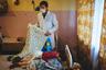 Доктор детского дома для детей-инвалидов с особенностями психофизического развития Алексей Момотов показывает пациентку Юлию. Ей 20 лет, но весит девушка всего 11,5 килограмма. Учреждение не получало средств на покупку энтерального питания, поэтому врач решил привлечь внимание общественности к этой проблеме. После многочисленных публикаций прокуратура проверила, как расходовались деньги в детском доме. Генеральный директор был уволен. Год спустя Алексей тоже потерял работу.