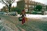 Стивен Лесли следует принципам идеолога уличной фотографии Анри Картье-Брессона, в первую очередь принципу «решающего момента».