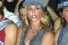 В 2002 году, когда на неделе моды Mercedes-Benz Fashion Week в Нью-Йорке проходил показ Field сезона весна-лето 2003, певица-хулиганка Бритни Спирс была на пике славы и могла себе позволить невинно надувать пузыри из жевательной резинки под камерами папарацци. Позже исполнительница стала вести себя даже не провокационно, а откровенно вызывающе, что едва не погубило ее карьеру.