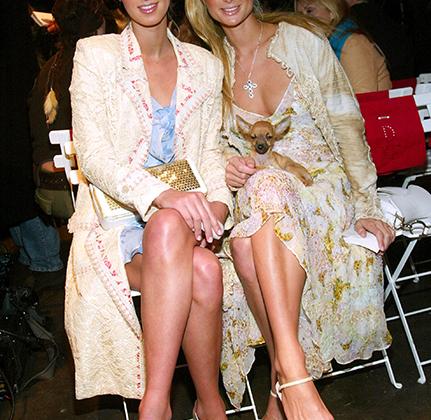 В начале 2000-х слава сестричек Хилтон была в самом зените, притом что практически ничем дельным, кроме визитов на вечеринки и мелькания на страницах светской хроники в таблоидах, они не занимались. Как, впрочем, не занимаются и по сей день, но их уже не приглашают в первый ряд на все модные показы.