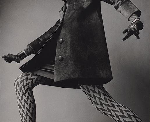 Эта фотография американского фотографа отражает психоделический стиль одежды 1960-х.