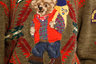 А вот Ralph Lauren как сделал плюшевого медведя своим символом в 1991 году, так и не меняет своих предпочтений. В Нью-Йорке мишка предстал в роли любителя походов.