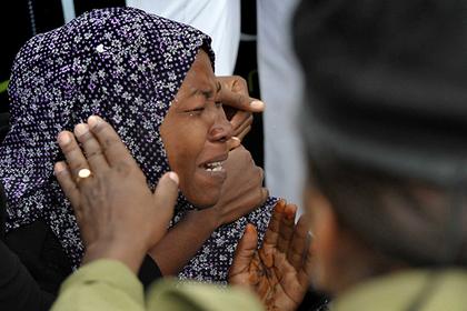 Депутатам в Танзании запретили носить накладные ногти и ресницы