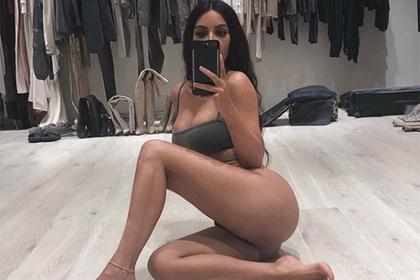 Ким Кардашьян пожаловалась на большие ягодицы