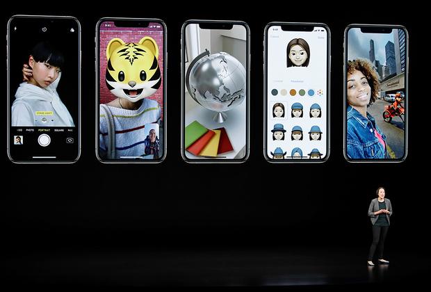 Следом представили новый iPhoneXs, который внешне неотличим от iPhoneX.