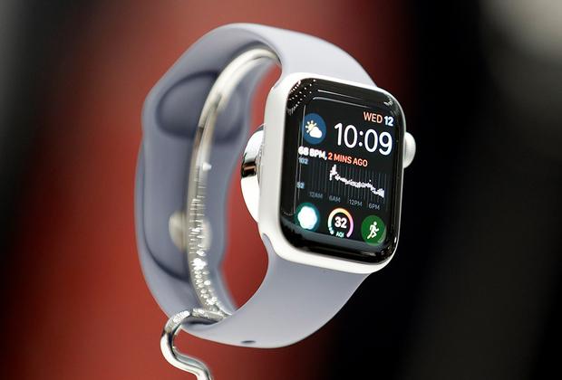 Также часы получили увеличенный на 30 процентов экран и незначительно измененный дизайн.