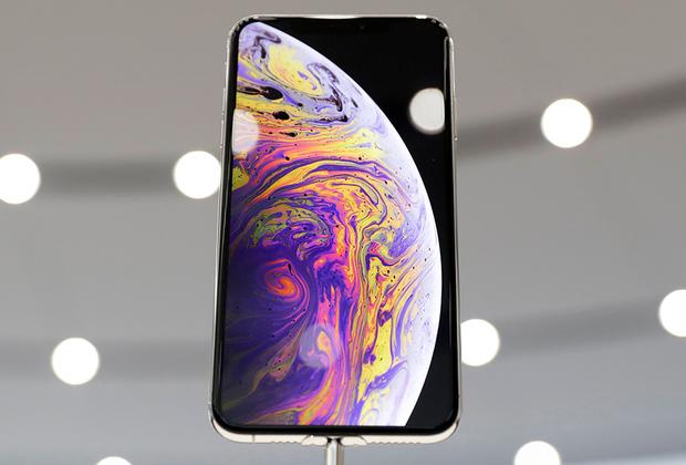 Вместе с ним показали и iPhoneXsMax с диагональю экрана 6,5 дюйма. По размерам он точно такой же, как и iPhone8Plus с 5,5-дюймовым дисплеем.