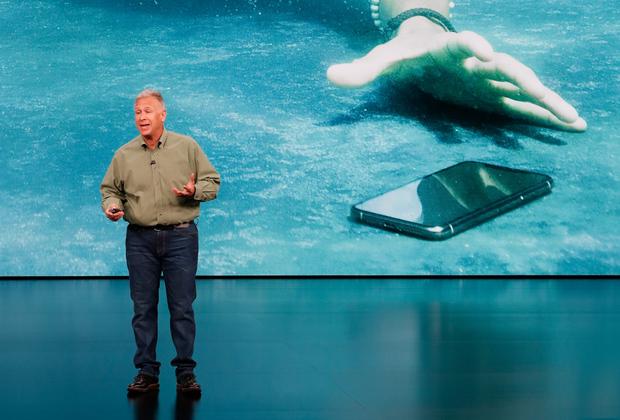iPhoneXr защищен слабее, он выдерживает лишь один метр под водой.