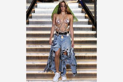 Дочь Мадонны вышла на подиум с небритыми ногами