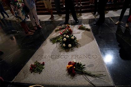 Испания избавится от останков диктатора-фашиста