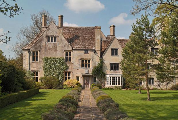 Эйбери Мэйнор —особняк начала XVI века. Прекрасный образчик британского загородного дома с классическим английским садом.