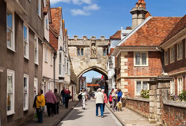 Арка Хай Стрит Гейт —одно из самых живописных мест Солсбери, хотя вся прилегающая к собору часть центра города невероятно обаятельна.