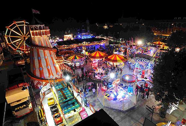 Ярмарка Солсбери ежегодно проходит на третьей неделе октября. Порой бывает прохладно, что не мешает тысячам туристов приезжать на мероприятие. Помимо торговли на ярмарке хватает и развлечений.