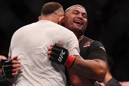 Названы гонорары победителей турнира UFC в России